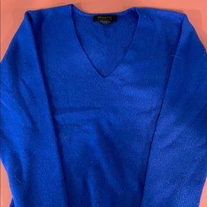 Juniors v neck sweater